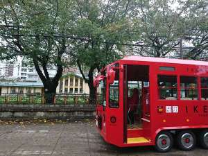 IKEBUSは池袋の東と西を結ぶ電気バスです。