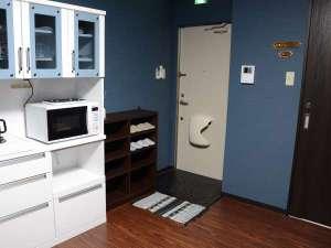 【201室号】室内よりみたエントランス♪スリッパも提供しております。