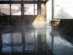 強酸性硫黄泉の名湯を源泉かけ流しでご堪能ください。