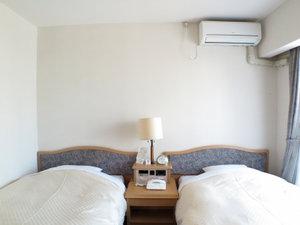 *≪客室一例【ツイン2名定員】≫ゆったりベッドでごゆっくりお休みくださいませ。