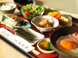 *≪ご朝食一例≫選ぶのも楽しい和洋バイキング、または和定食御膳でのご用意となります。