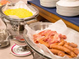 *≪ご朝食一例≫選ぶのも楽しい和洋バイキング、または和定食でのご用意となります。