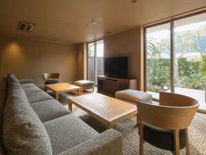 【グランヴィラ 最大4客室+専用LDK&スパ貸切】リビングルーム