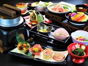 上州麦豚陶板焼きと地元産八種の温野菜をこだわりのみなかみ産コシヒカリの釜炊きとお楽しみください!