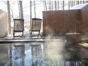 【大浴場】解放感のある中、ゆったりと温泉が楽しめる「森と風の湯」