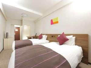 グループの方にはスタンダードツインルーム☆お1人で使用される場合もベッドを荷物置きに使えて便利♪