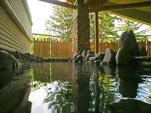 【大浴場・もむにの湯】大雪山の岩肌のように、野趣あふれる岩風呂。