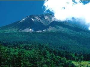 北海道最高峰2291mを誇る旭岳。雄大な景色をお楽しみください。