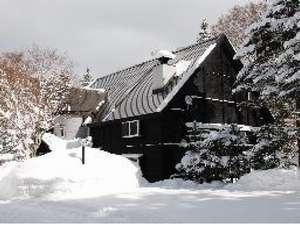 冬のプモリは一面雪に覆われ、とても幻想的です。丸沼高原スキー場まで車で2分!