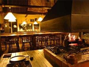 暖炉の暖かい火を眺めながらワインやコーヒーを片手に語り合うひと時をお過ごしください。