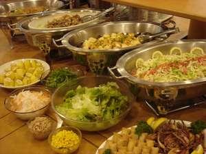 ☆1日の元気は朝食から!バイキング朝食はサービスとなっております(お料理の一例)