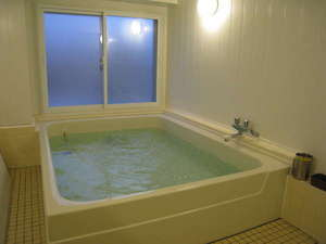 共同の大浴場!!足をのばしてくつろぎ頂けます。24時間使用可能