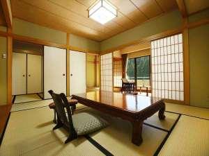 和室2間(10畳+6畳)に応接間のついた寛ぎ感のある準特別室(ベランダ付)