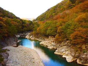 秋:鬼怒川渓谷と美しい紅葉を楽しめる龍王峡