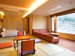 【ゆすらん特別室】リビングや展望風呂から四季の情景をお楽しみいただけます(一例)