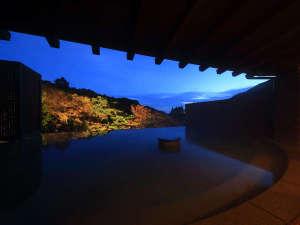 【薫風の湯】インフィニティ浴で空と自然が混じり合うような爽快感が楽しめます