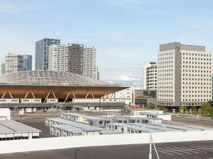 有明テニスの森駅から望むホテルと体操競技場