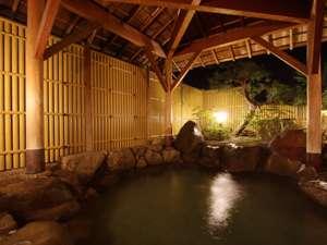 【PM8:00】うずしお大浴場内の岩露天風呂です。ゆったりとした趣ある露天風呂でリラックスタイム♪
