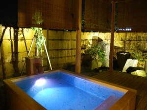 離れ「神呂木の庄」2009年夏、誕生。夜の露天風呂は神秘的な雰囲気。