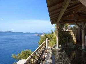 露天風呂からパノラマの海景色をお楽しみ頂けます。