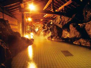1階 月鏡(露天風呂)自家源泉 白玉の湯を心ゆくまでご堪能くださいませ。