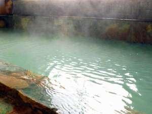 源泉温度52℃ある地蔵源泉を引湯しております。もちろん源泉かけ流しの天然温泉です。