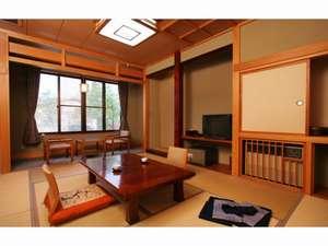 お部屋はゆっくりとくつろげる和室です(新館一例)