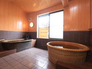 保温性に優れている信楽焼きの陶器風呂。日間賀島でも数少ない貸切風呂ですので気兼ねなく浸かって下さい