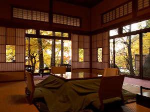 山荘角部屋の紅葉