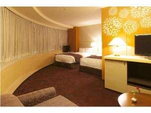 デラックスツインルームです。追加ベッドを利用し最大4名様までご利用頂けます。