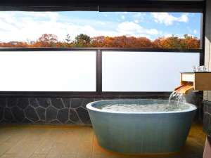 【秋】色鮮やかな紅葉に包まれる北軽井沢の秋をお愉しみください。
