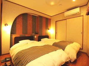 みはらし 川側特別室 客室リニューアルしたての和洋室こだわりのベッド!