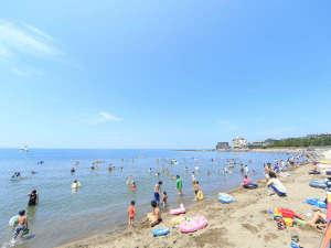 遠浅の海がファミリーに人気の三国サンセットビーチまでは当館から車で約10分♪