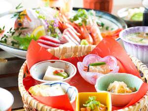 四季折々の季節の味わいを盛り込んだお食事。日本海の旬をお楽しみいただけます。