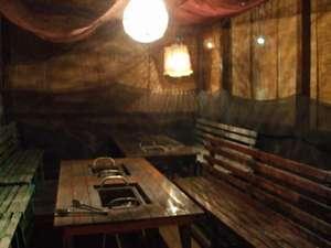 お食事は部屋食か炭火焼コーナーでの対応となります。