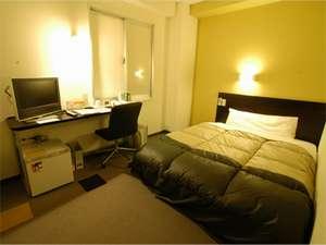 ベッドは全室ワイドベッドを採用。広々ベッドでぐっすりお休み下さい。