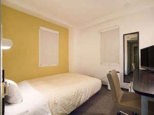 150cm幅のワイドベッドと、新しく導入したデュベで、ぐっすりお休み頂けます。
