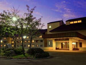 【外観】 ようこそニセコ・ノーザンリゾートへ!あたたかな灯りが皆様をお出迎えします。