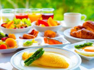 ふわとろオムレツに焼きたてパン…人気の【朝食ビュッフェ】はオープンキッチンで<出来立て>をお届け♪
