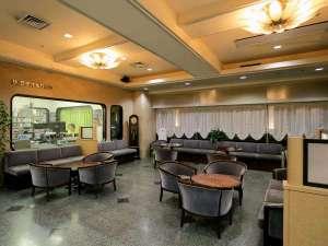 全国でも珍しい、フロント脇にラジオスタジオのあるホテルです。