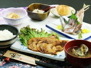夕食一例◆日替わりのお食事。栄養バランスを配慮し手づくりの味でご提供いたします