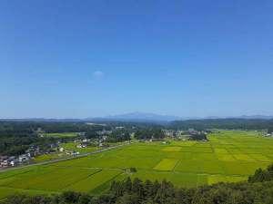 夏の田園風景と栗駒山