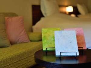 『カラーセラピー』直感でお選びいただいた画を飾って、部屋を完成させてください。