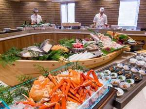 【夕朝バイキング】全長約180cmの豪華な大船盛り!※蟹はご夕食にてご用意しております。