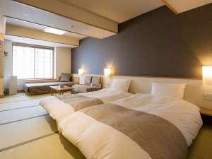【客室】デラックスツイン…窓際に配した「デイベッド」が特徴的な和洋室。