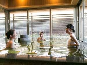 【大湯処:月華】広々とした浴槽で語らいながら湯ったりと♪
