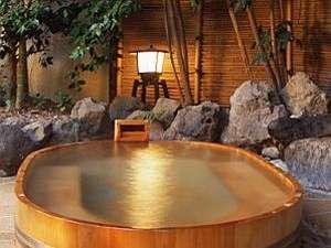 江戸時代から草津と並ぶ良質の岳温泉の湯をそのまま源泉100%で露天に