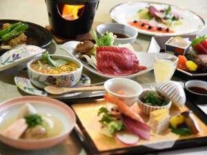 夕食(一例)料理人手造りの会席料理をお楽しみ下さい