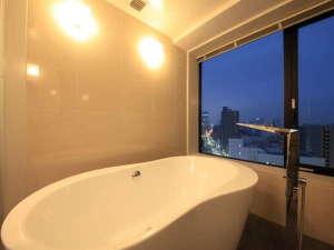 【デラックスツイン】夜景を見ながらのご入浴で日ごろの疲れを癒してみませんか?