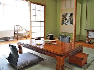 【和室(2~4名様用)】落ち着いた雰囲気の客室。